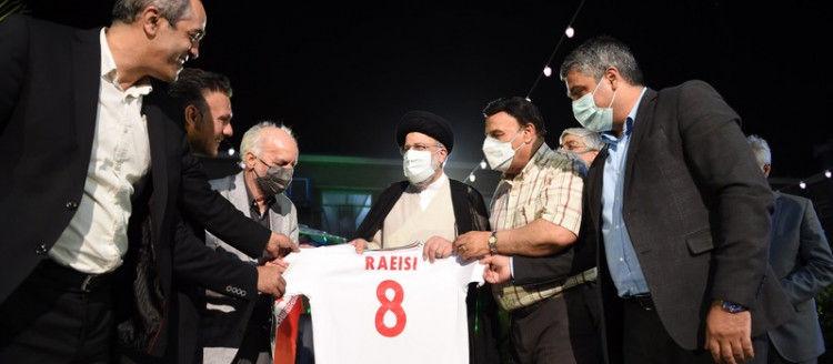 رئیسی و پیراهن شماره ۸ تیم ملی فوتبال+ جزئیات