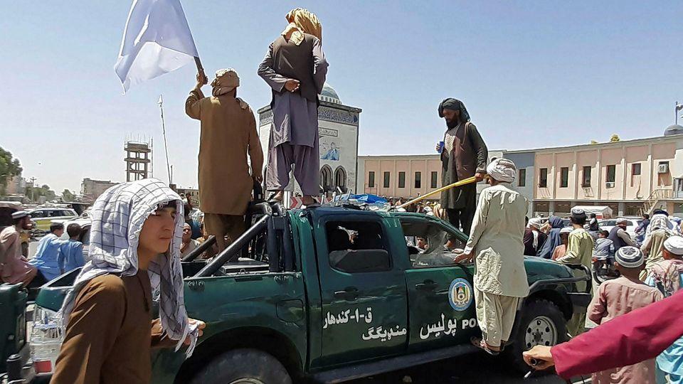 چرا مردم جلالآباد بدون جنگ تسلیم طالبان شدند؟ + عکس