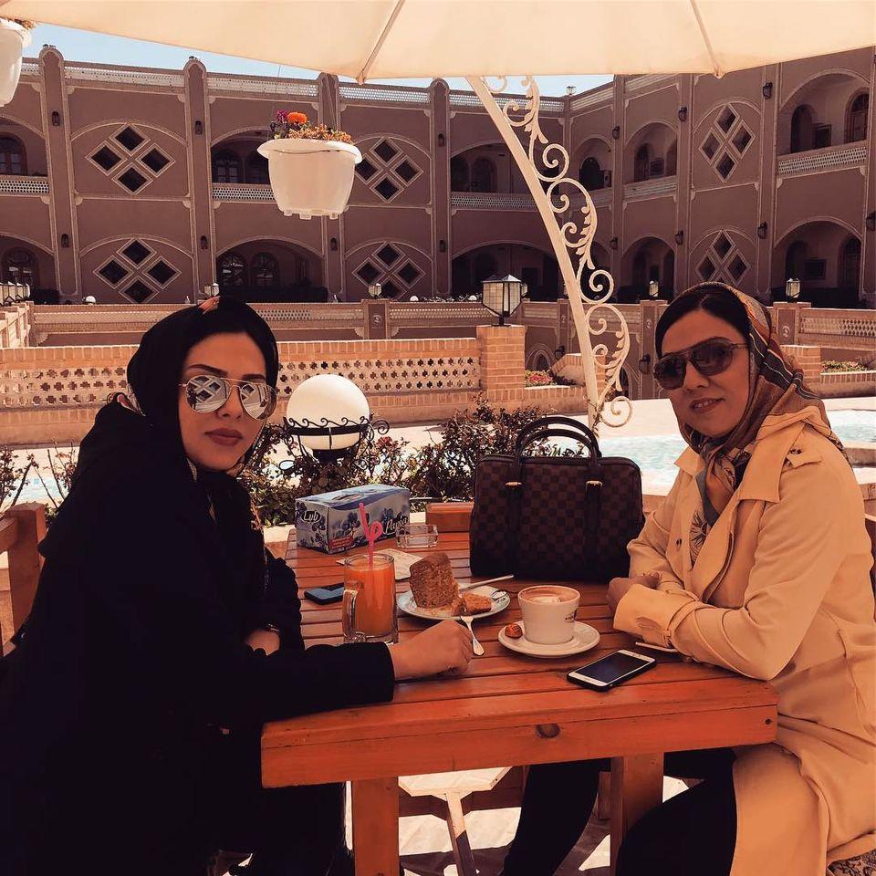 عکس دیده نشده لیلا اوتادی و خواهرش