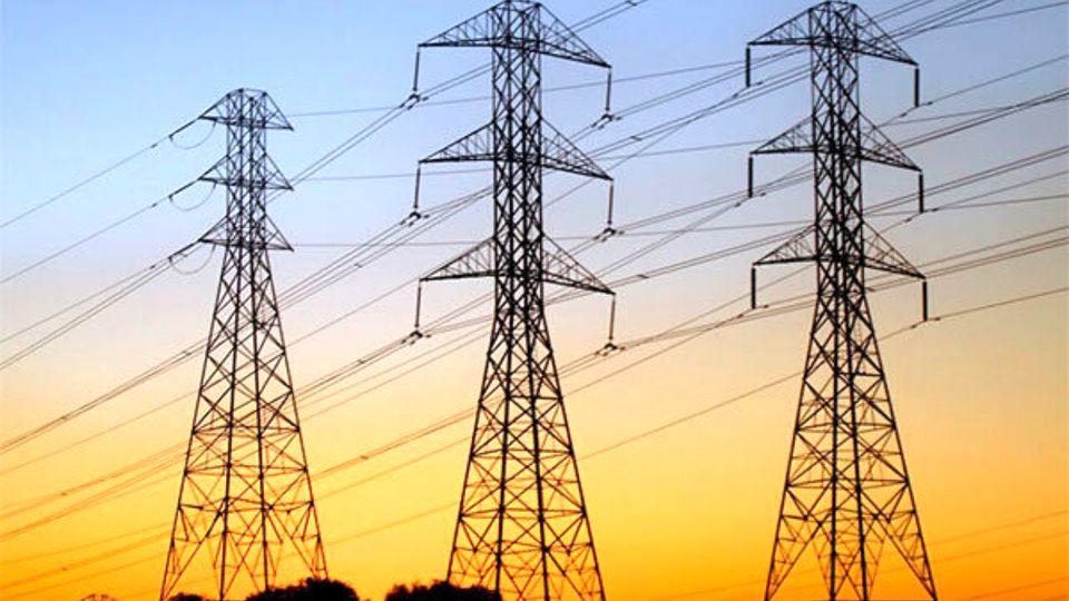 ایران از ۳ کشور همسایه برق وارد می کند.